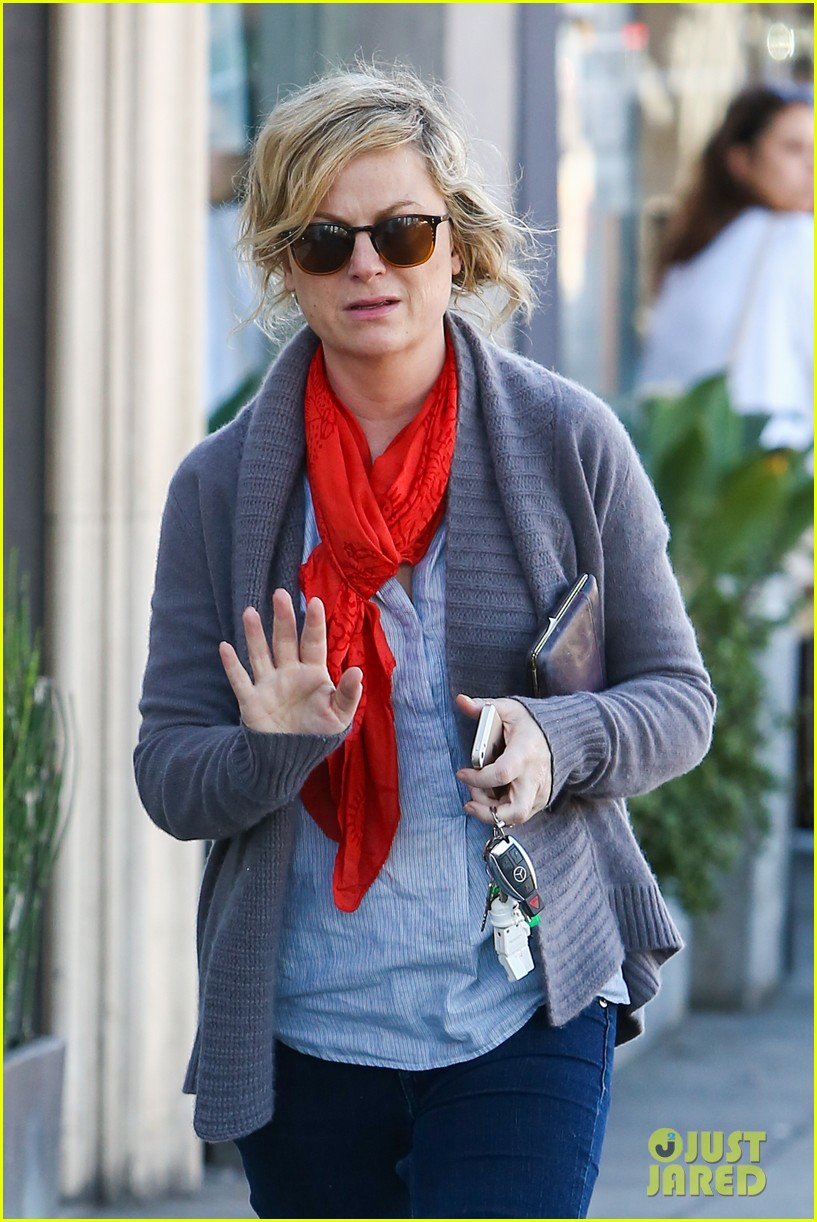 amy poehler abel holds flower for his mom 043023514