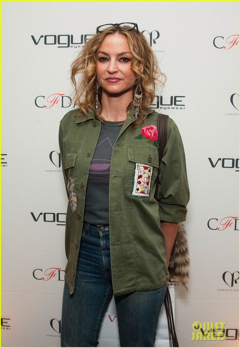 ellen pompeo vogue eyewear event 16