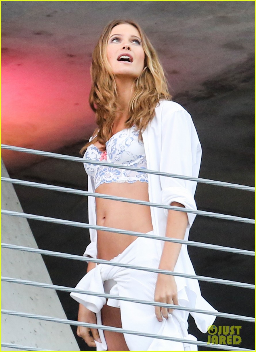 behati prinsloo alessandra ambrosios bikini bodies will make you head to the gym right now 163044541