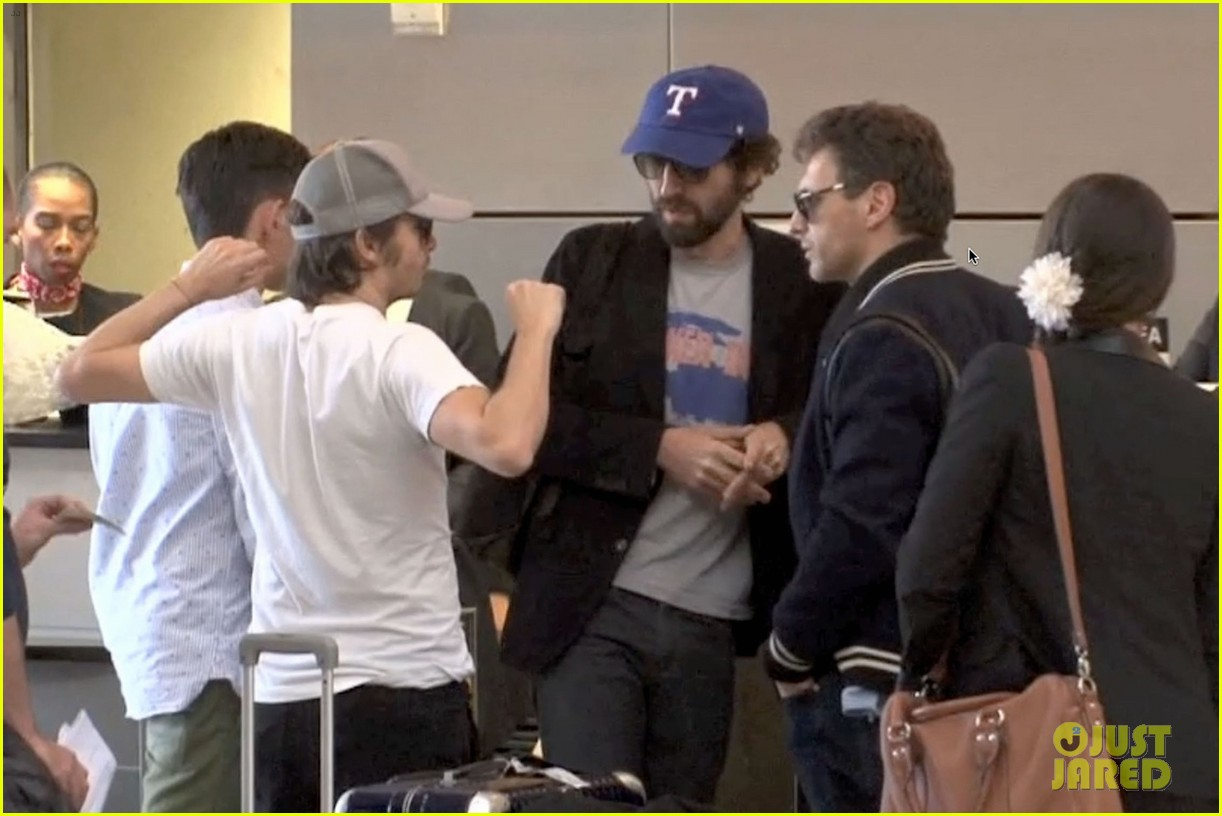 daft punk guys take helmets off for flight out of los angeles 03
