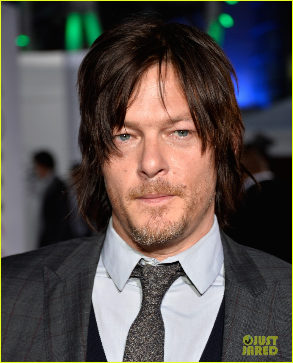 norman reedus peoples choice awards 2014 presenter 03
