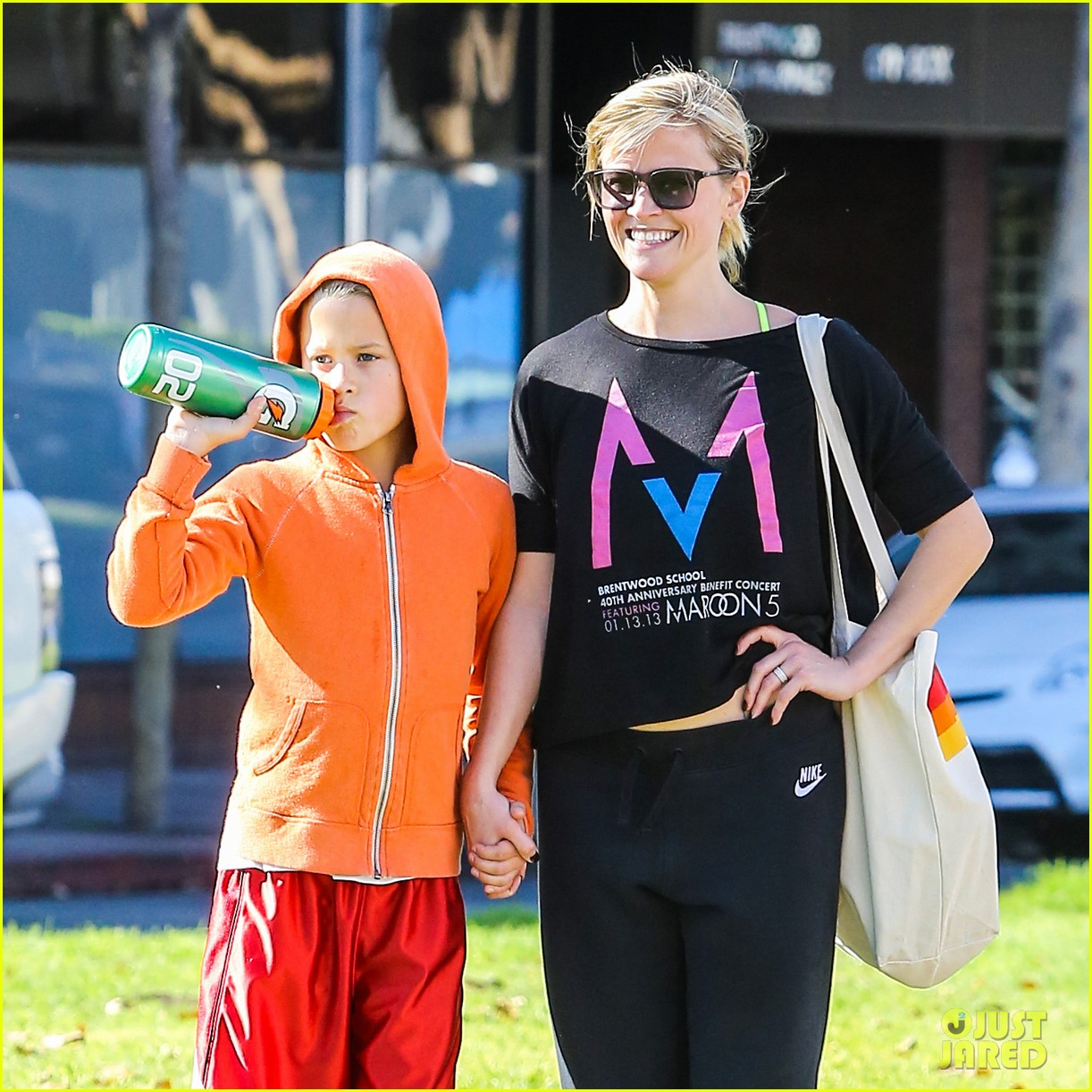 reese witherspoon busy saturday with son deacon 053035534