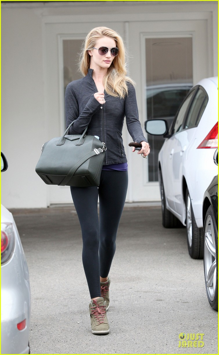 rosie huntington whiteley bares midriff for mid week workout 05a