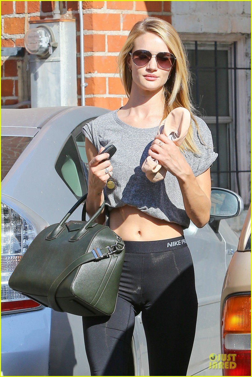 rosie huntington whiteley bares midriff for mid week workout 13