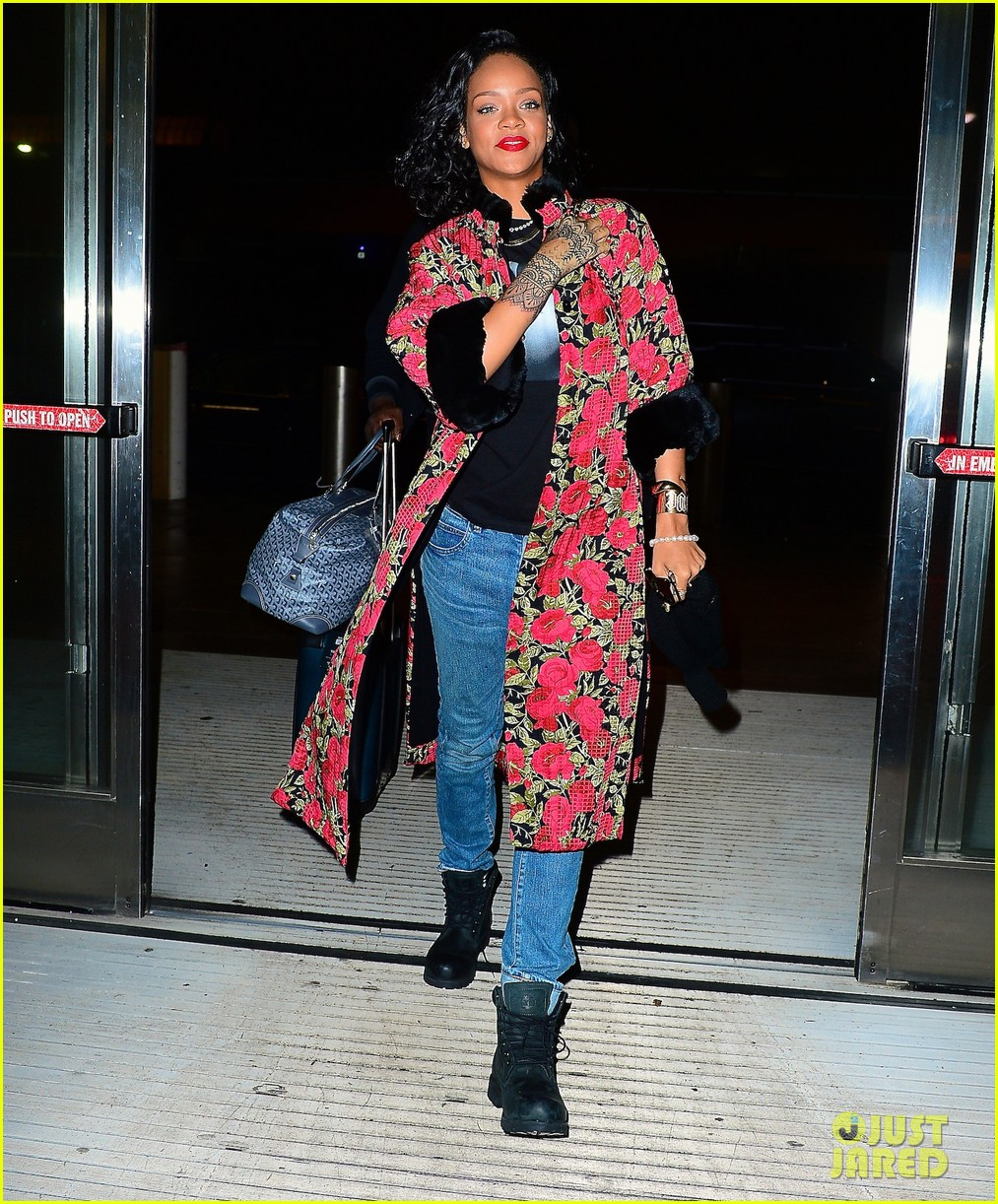 rihanna heads to brazil to meet up with shakira 02