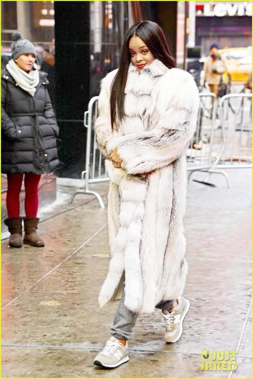 rihanna braves winter chill for good morning america interview 01