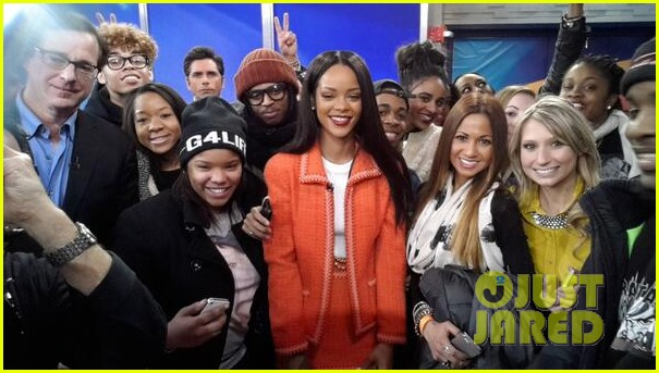 rihanna braves winter chill for good morning america interview 103043497