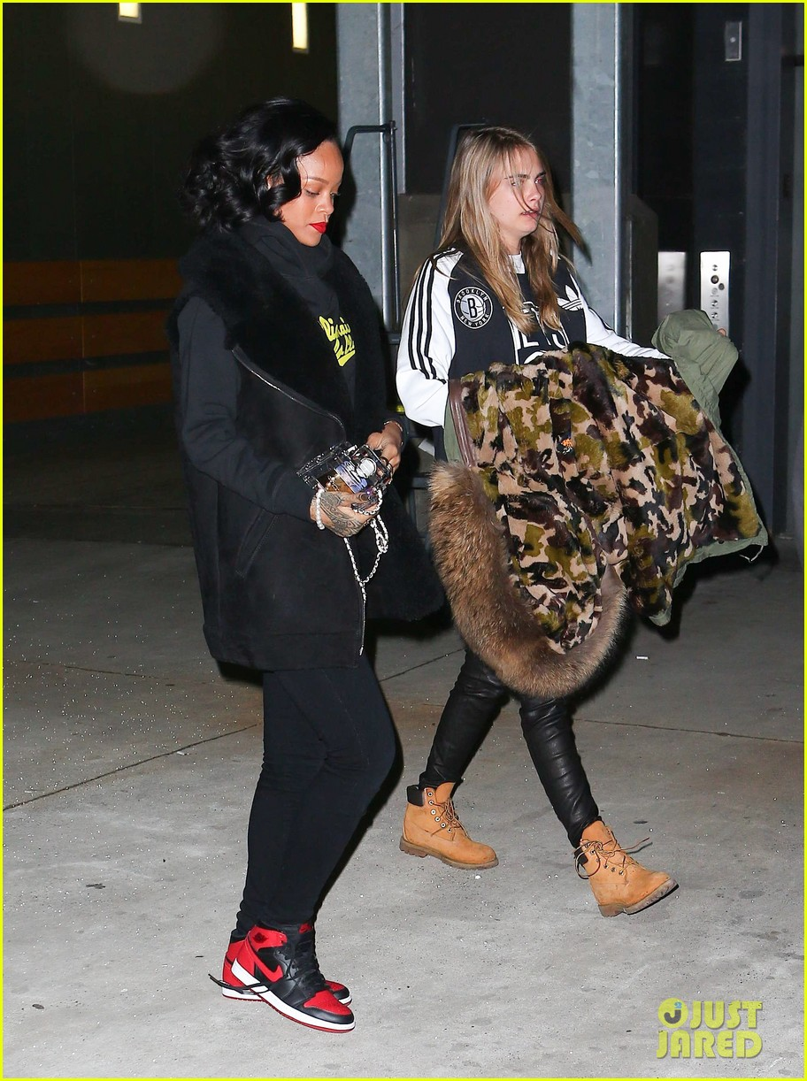 rihanna cara delevingne root for brooklyn nets 093024373