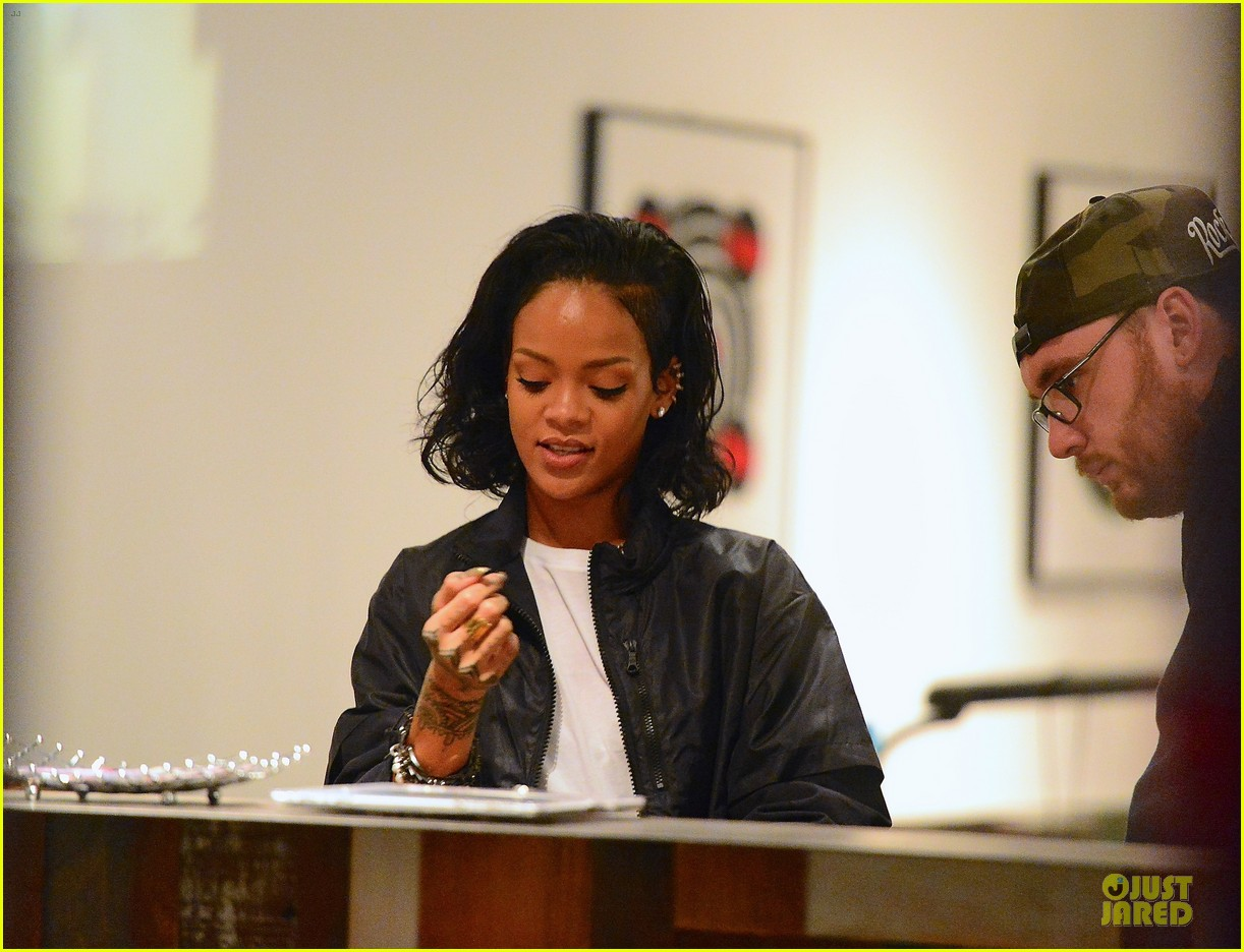 rihanna celebrates brooklyn nets win with new tattoo 05