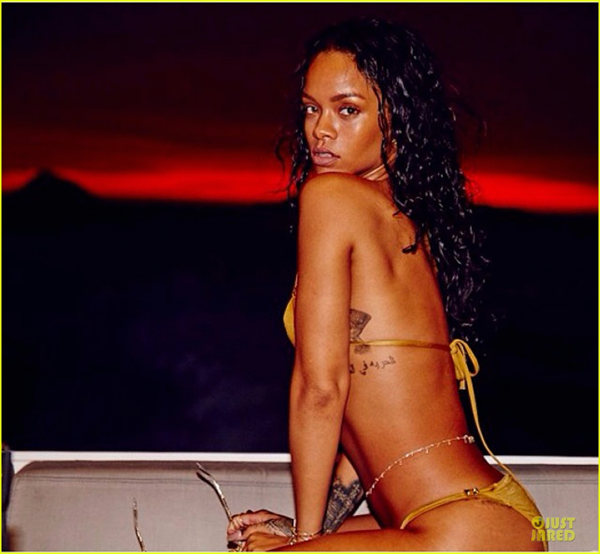 rihanna topless sexy on a yacht 08