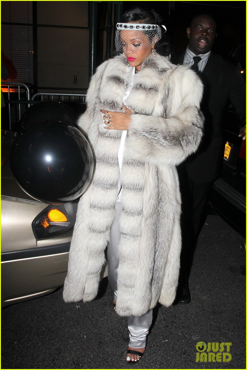 rihanna rings in new year cara delevingne nyc 063020998