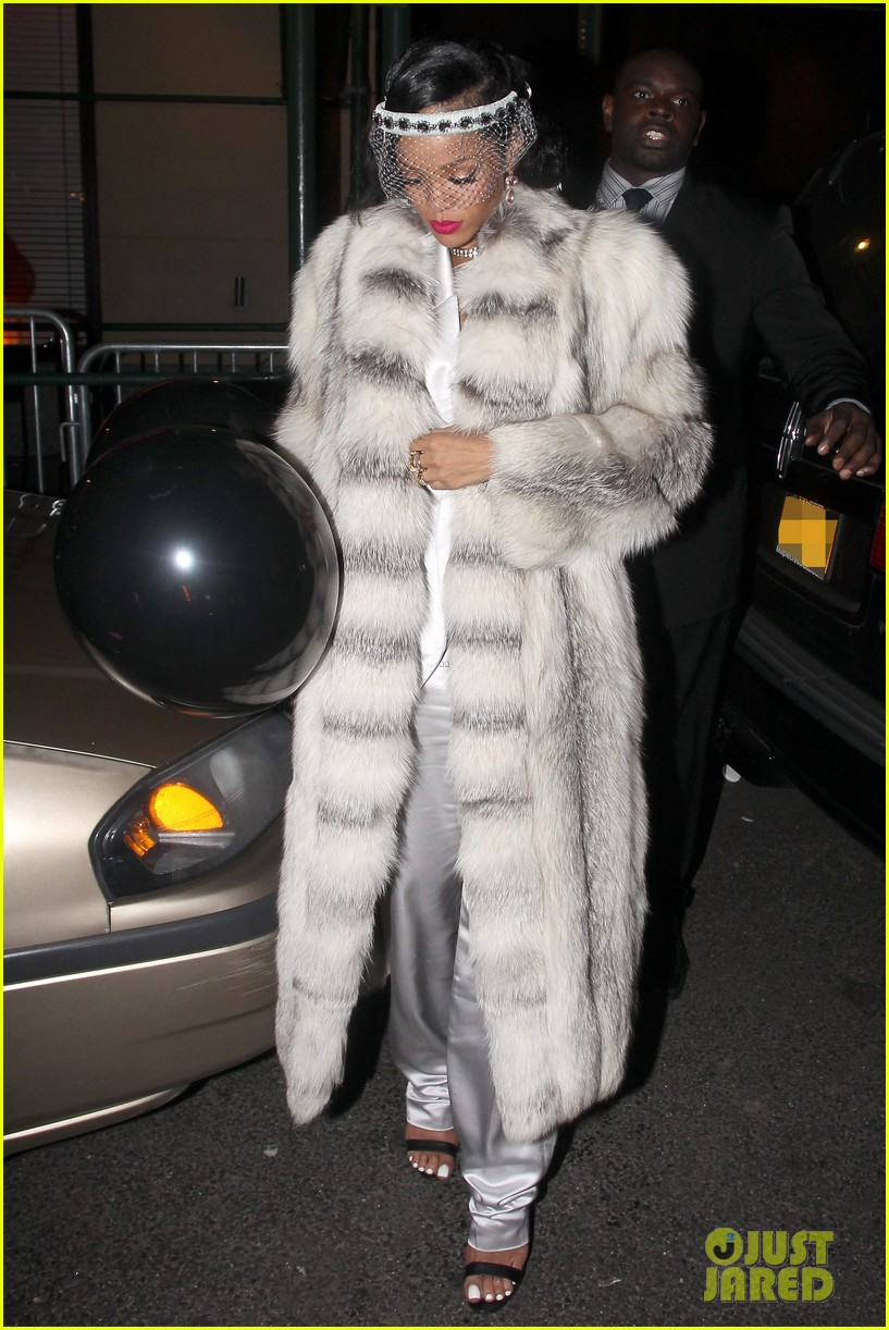 rihanna rings in new year cara delevingne nyc 083021000