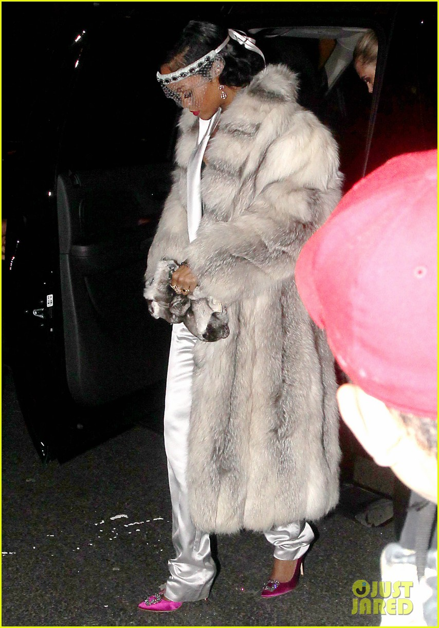 rihanna rings in new year cara delevingne nyc 09