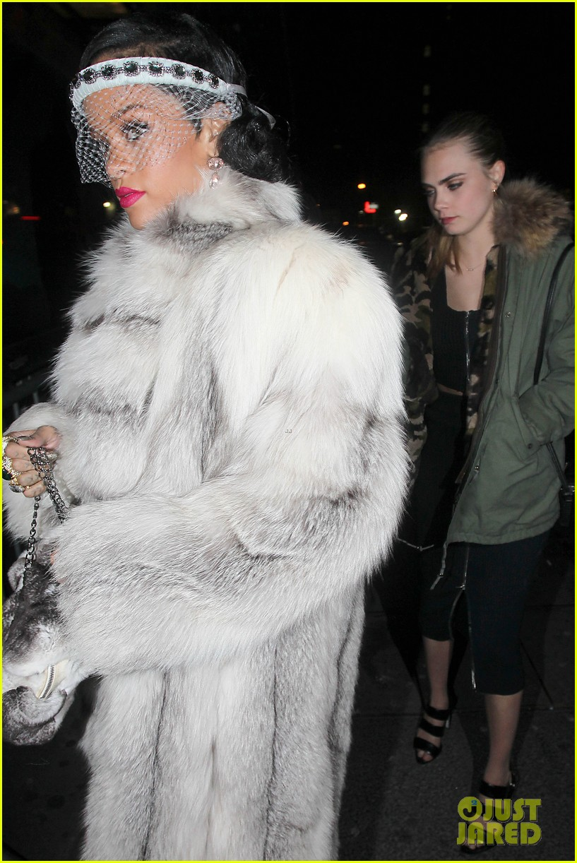 rihanna rings in new year cara delevingne nyc 103021002