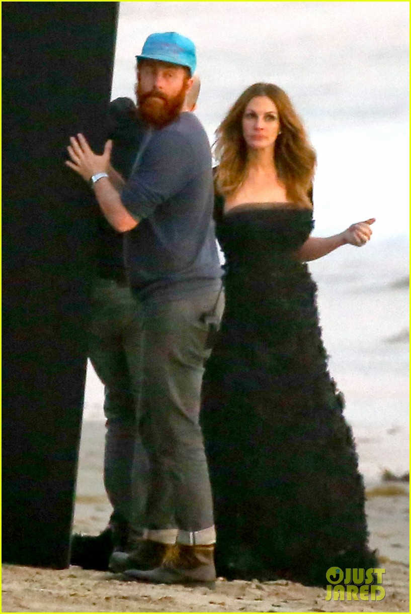 julia roberts wears elegant gown for beach photo shoot 08