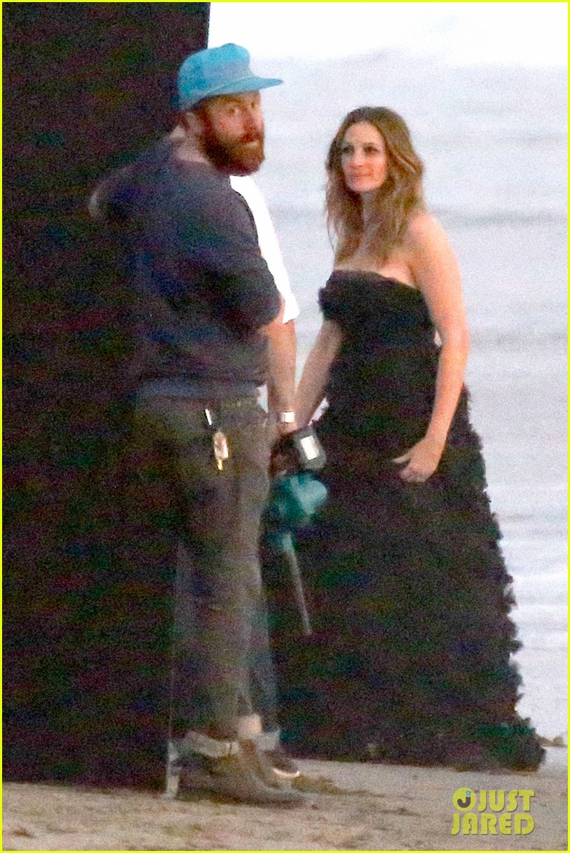 julia roberts wears elegant gown for beach photo shoot 10