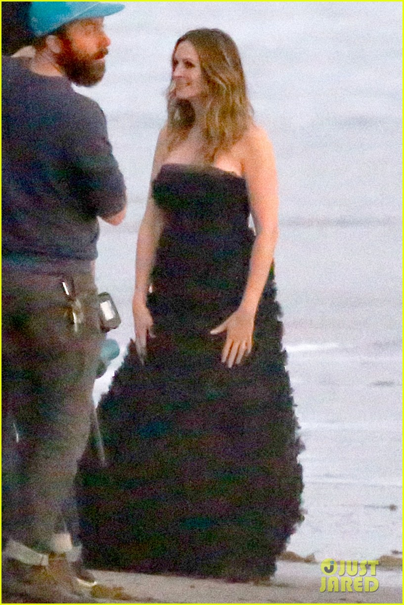 julia roberts wears elegant gown for beach photo shoot 14