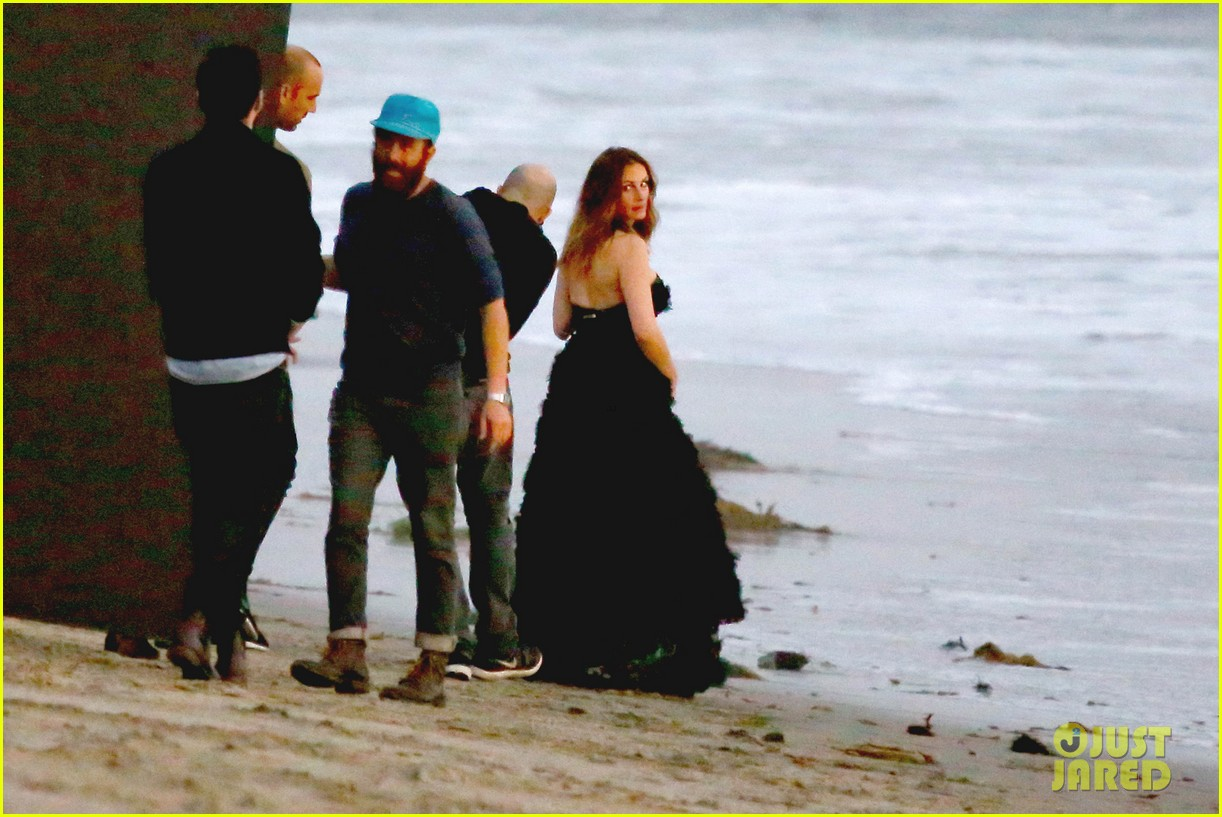 julia roberts wears elegant gown for beach photo shoot 24