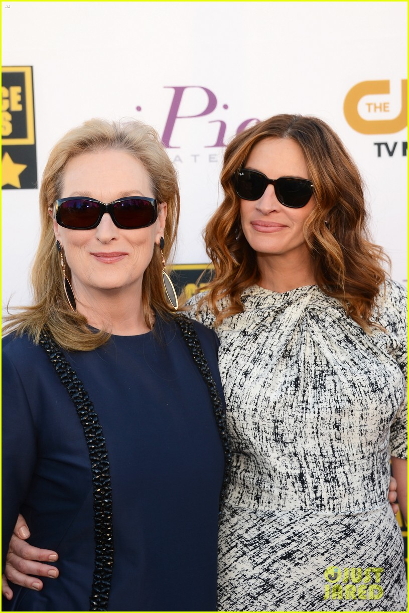 julia roberts meryl streep critics choice awards 2014 023032912