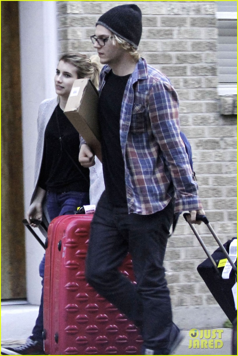 emma roberts engaged to evan peters 01
