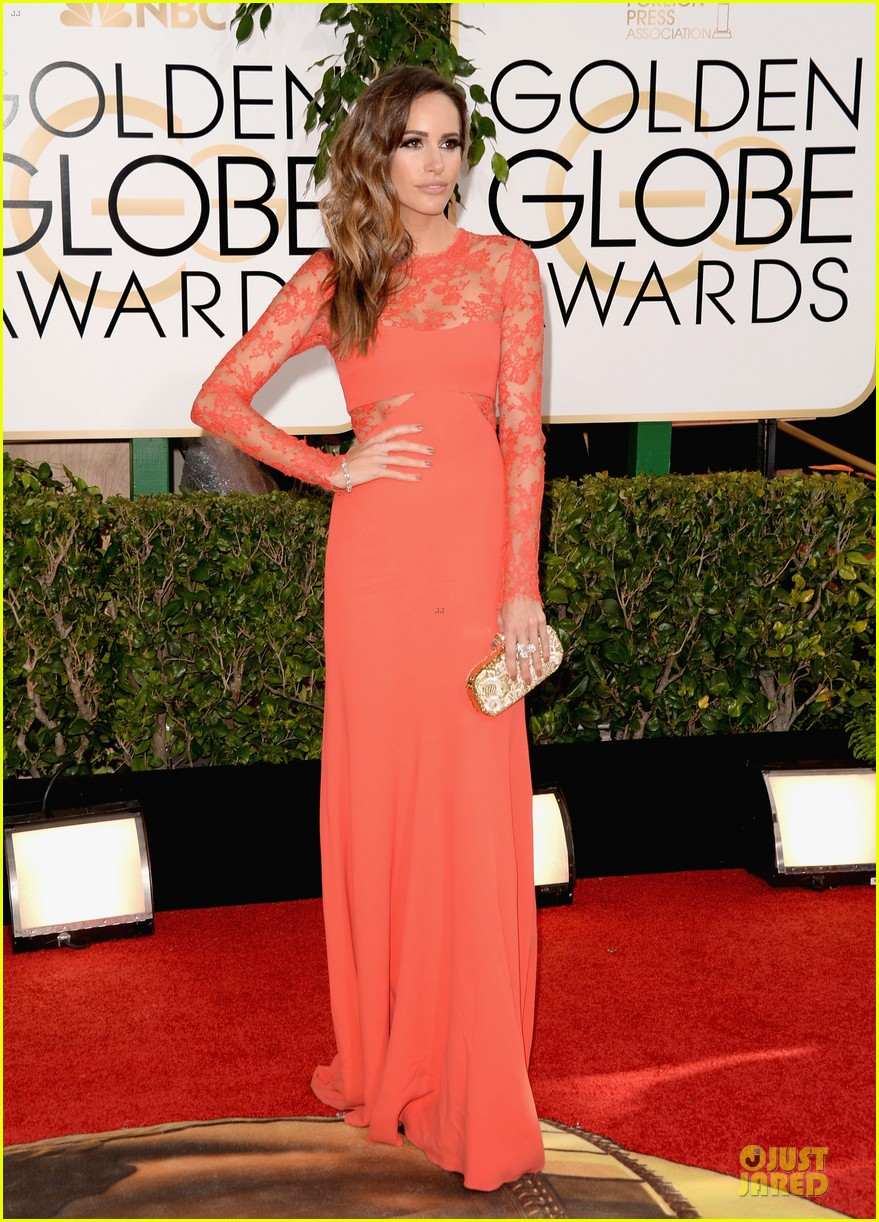 louise roe nancy odell golden globes 2014 red carpet 14