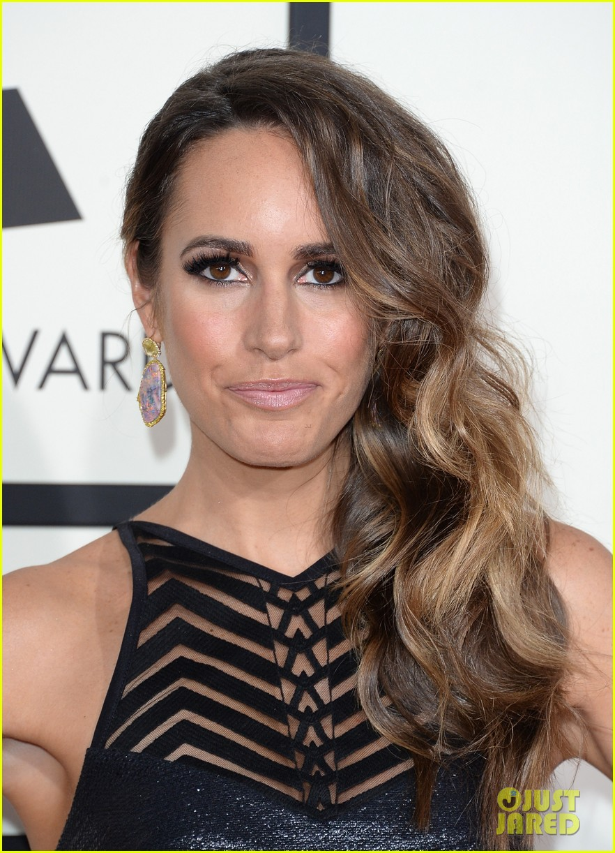 louise roe guiliana rancic grammys 2014 red carpet 06
