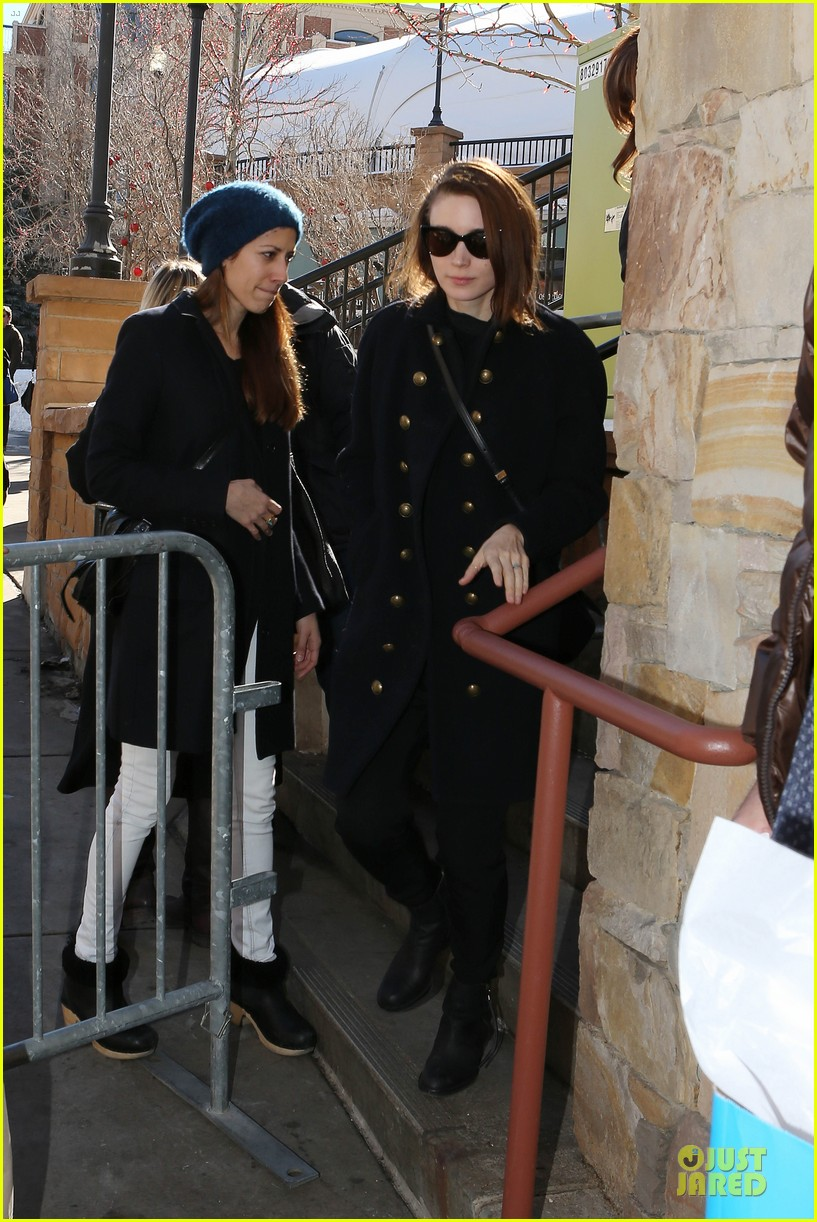 anne hathaway photobombs rooney mara at sundance 10