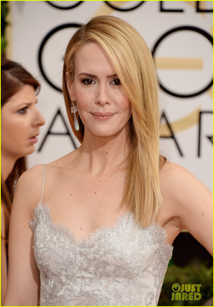 sarah paulson lily rabe golden globes 2014 red carpet 01