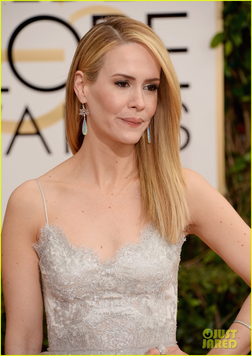 sarah paulson lily rabe golden globes 2014 red carpet 03