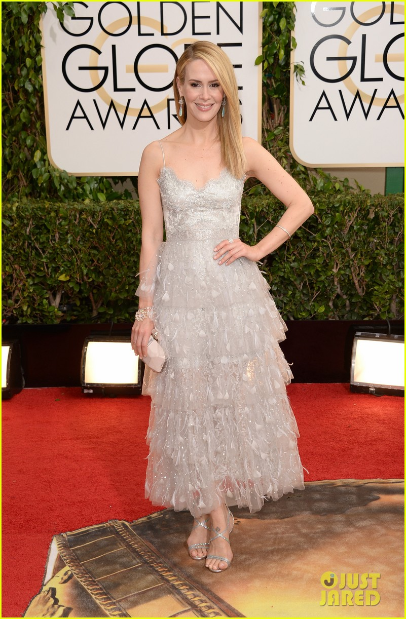 sarah paulson lily rabe golden globes 2014 red carpet 05