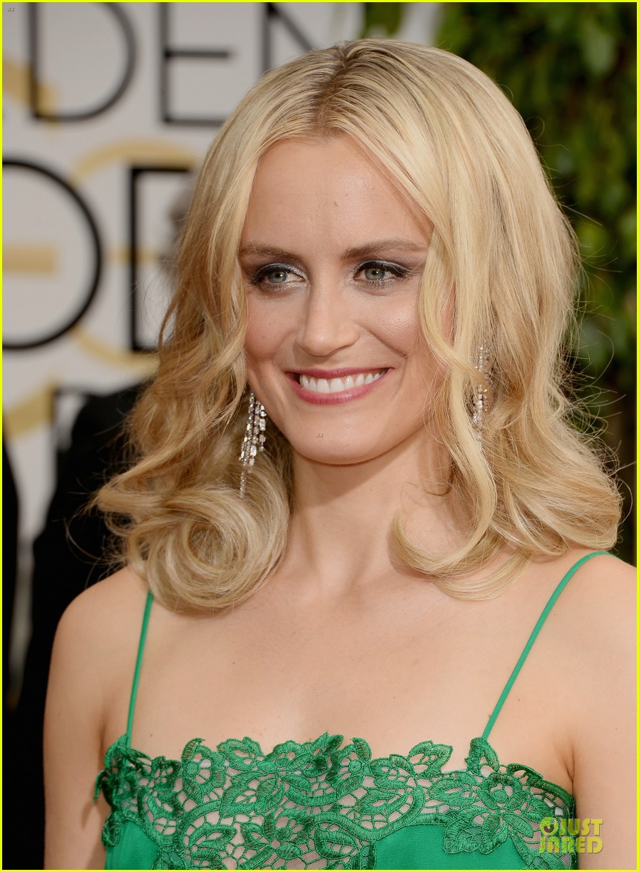taylor schilling golden globes 2014 red carpet 023029504