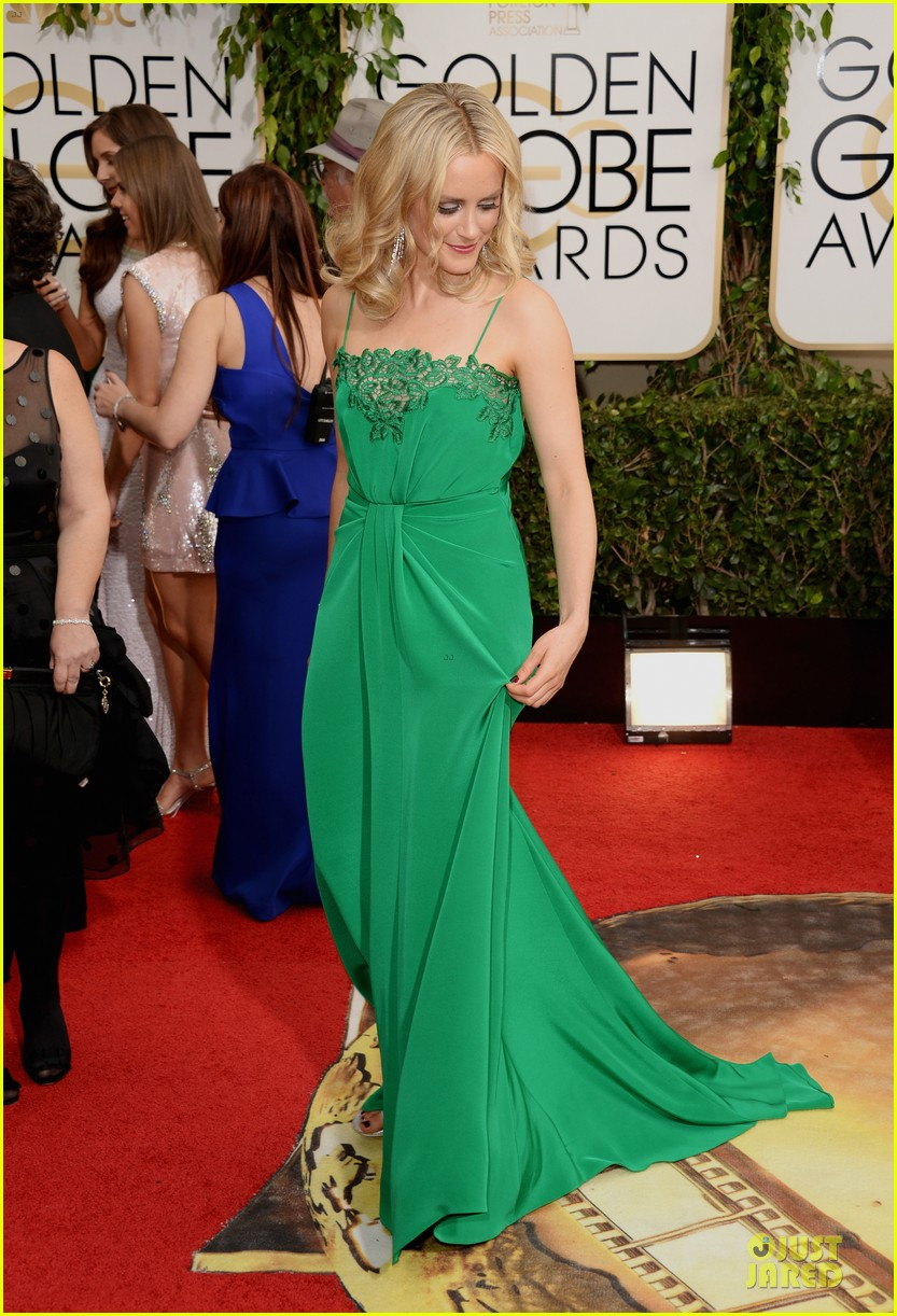 taylor schilling golden globes 2014 red carpet 05