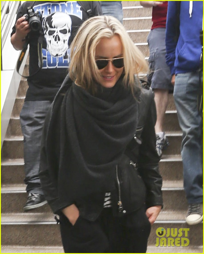 taylor schilling arrives in los angeles for golden globes week 083027058