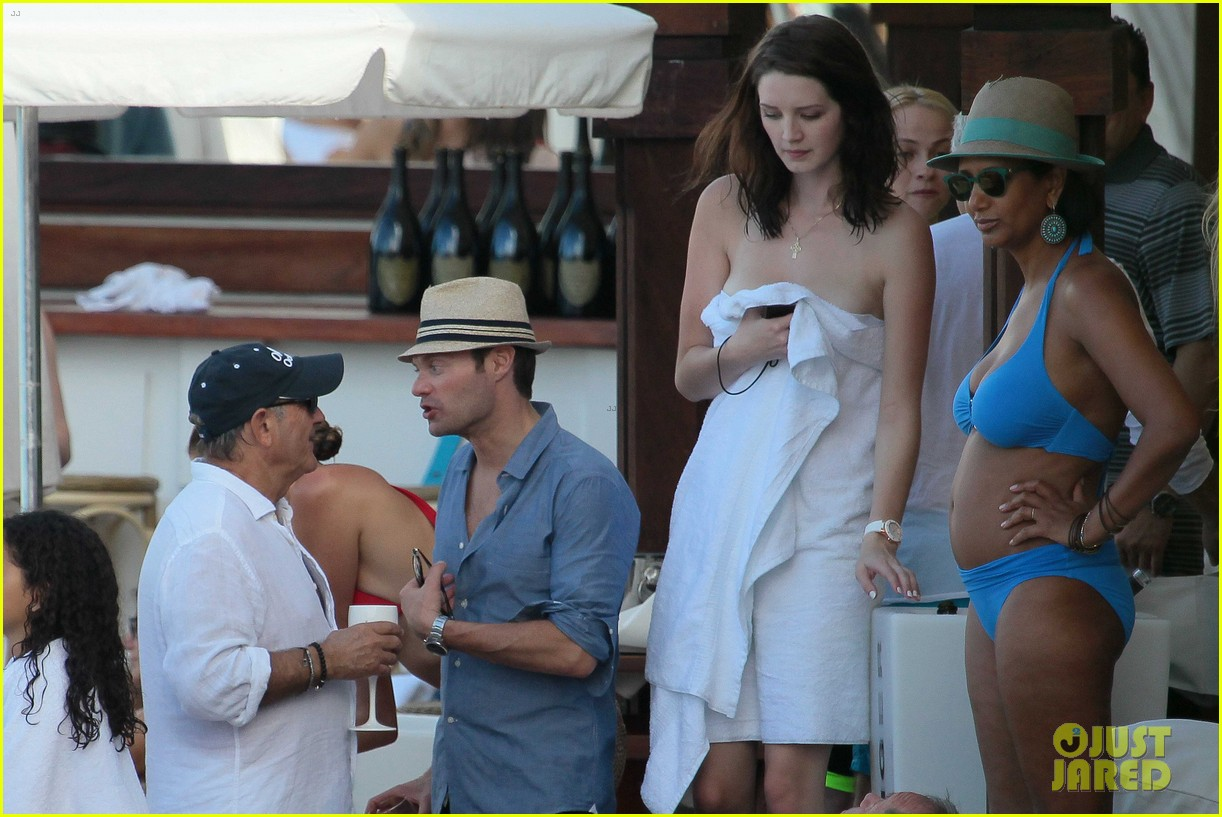 ryan seacrest enjoys drinks with friends in st barts 09