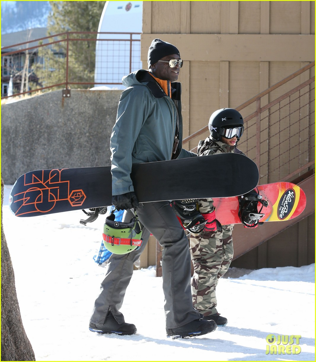 seal spends first day of 2014 snowboarding with the kids 163021441