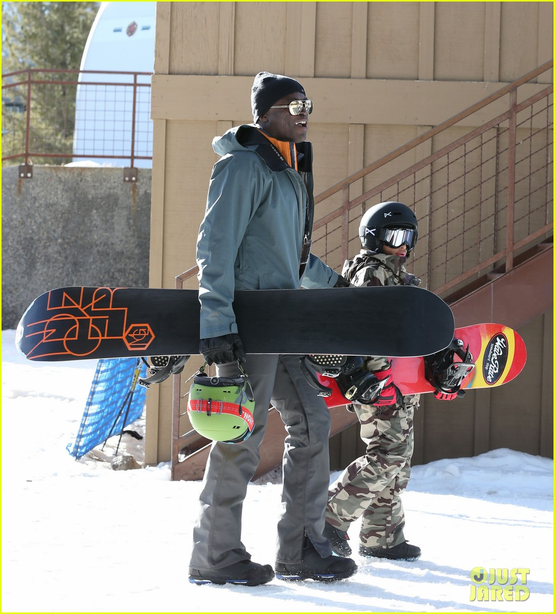 seal spends first day of 2014 snowboarding with the kids 173021442