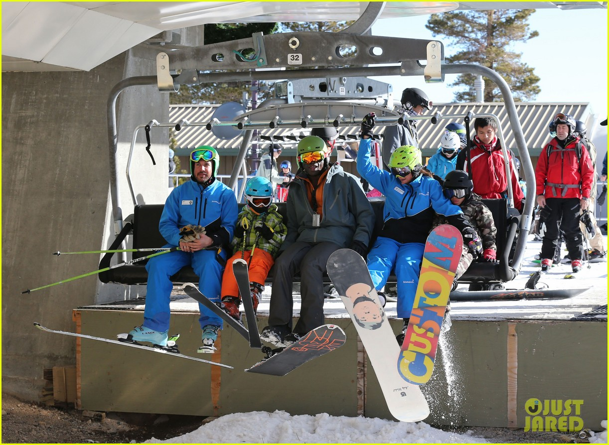 seal spends first day of 2014 snowboarding with the kids 193021444