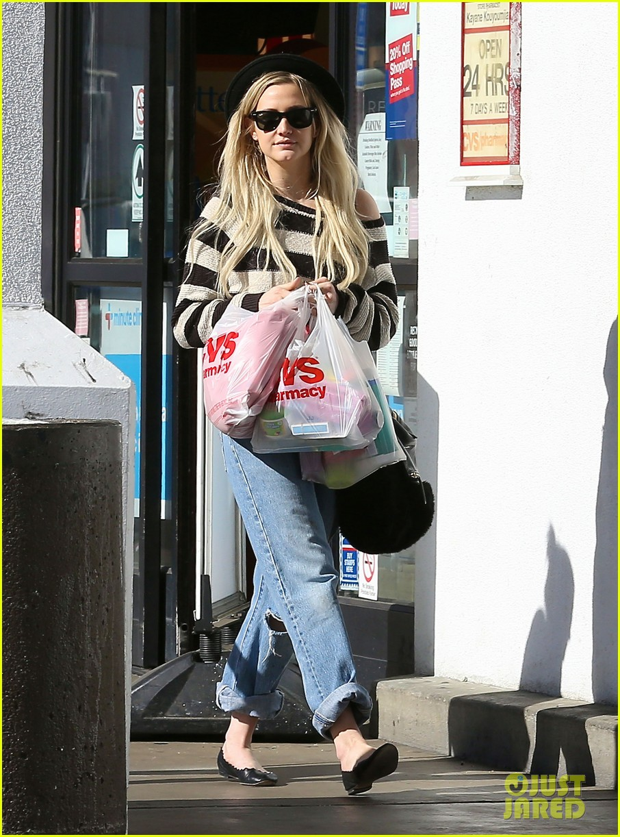 ashlee simpson begins new year with cvs pharmacy stop 013021918