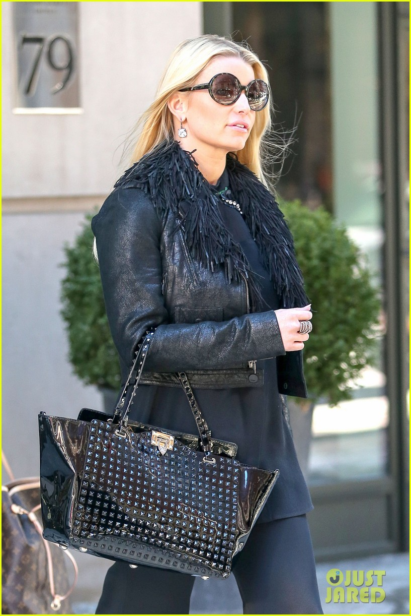 jessica simpsons diamond drop earrings are so gorgeous 05