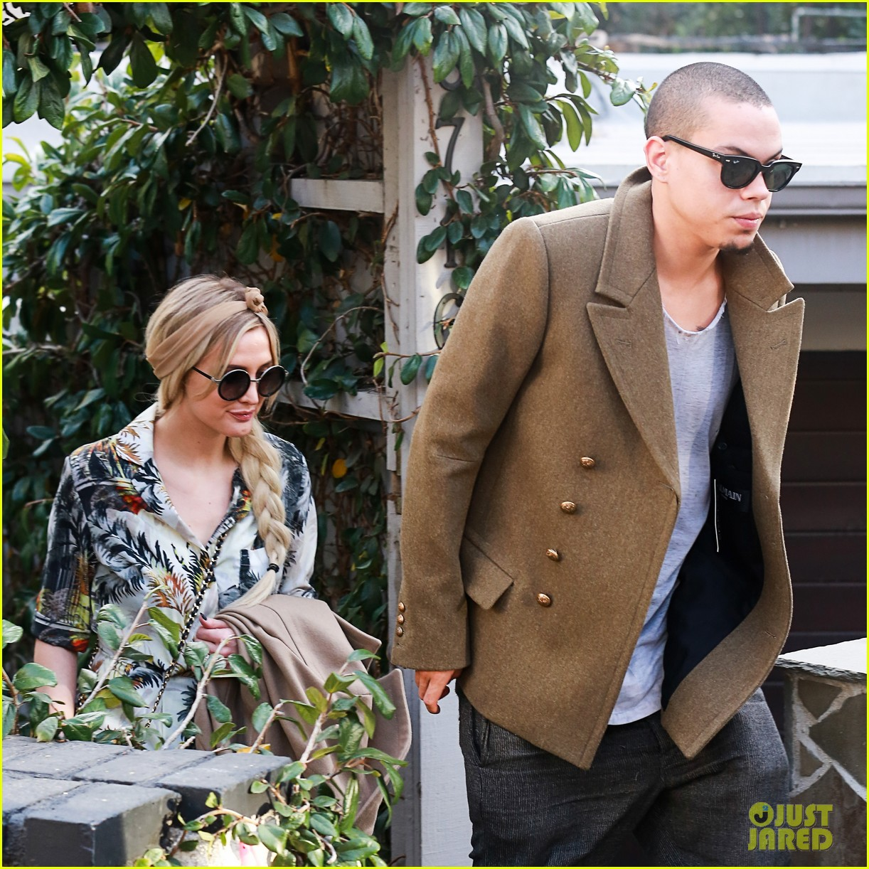 ashlee simpson evan ross dine party on saturday 06