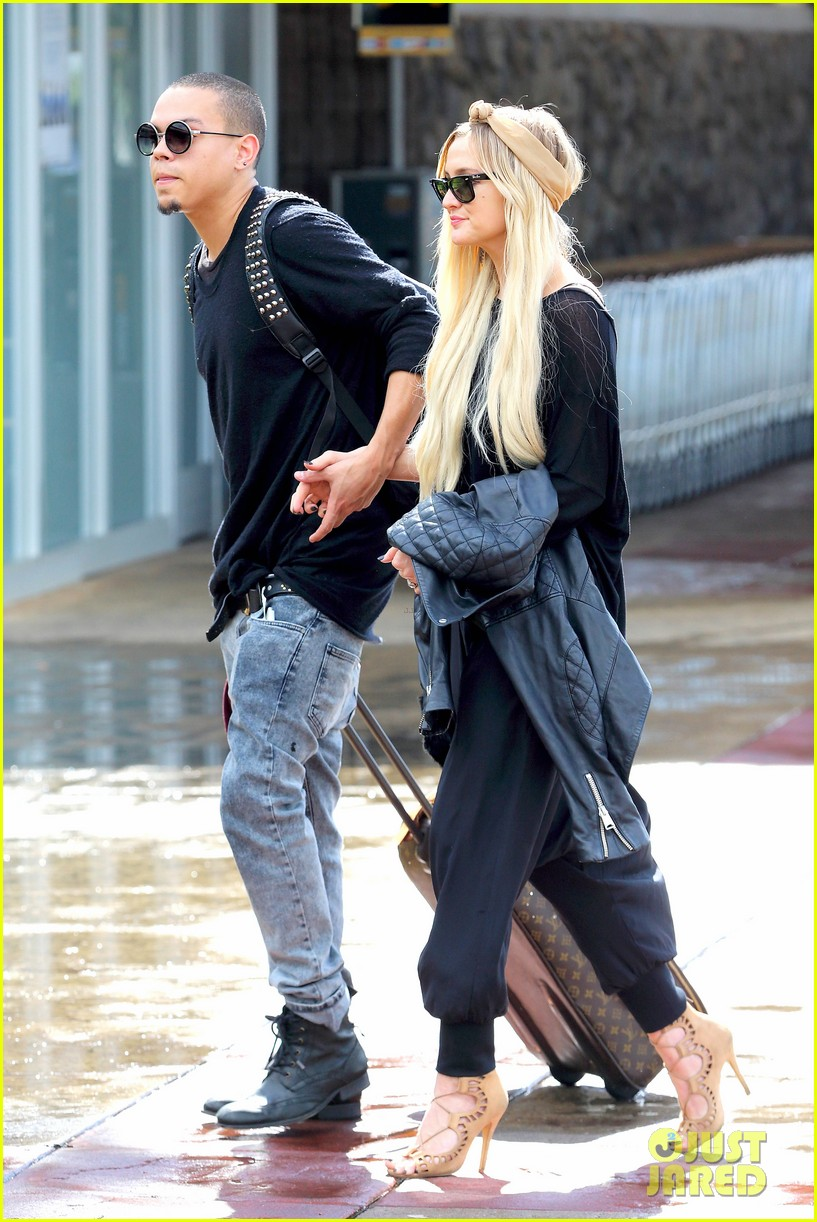 ashlee simpson evan ross fly out after engagement 24