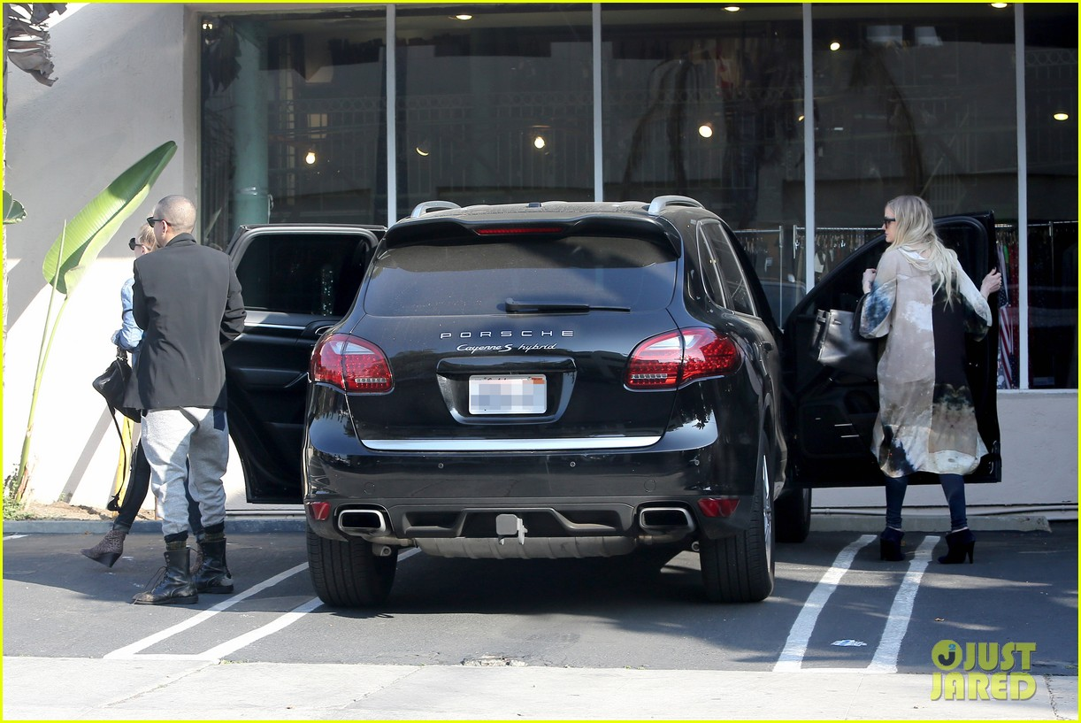 ashlee simpson evan ross spend wednesday shopping 183026209