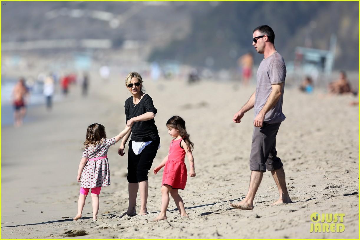 sarah michelle gellar beachside party with freddie prinze jr 04
