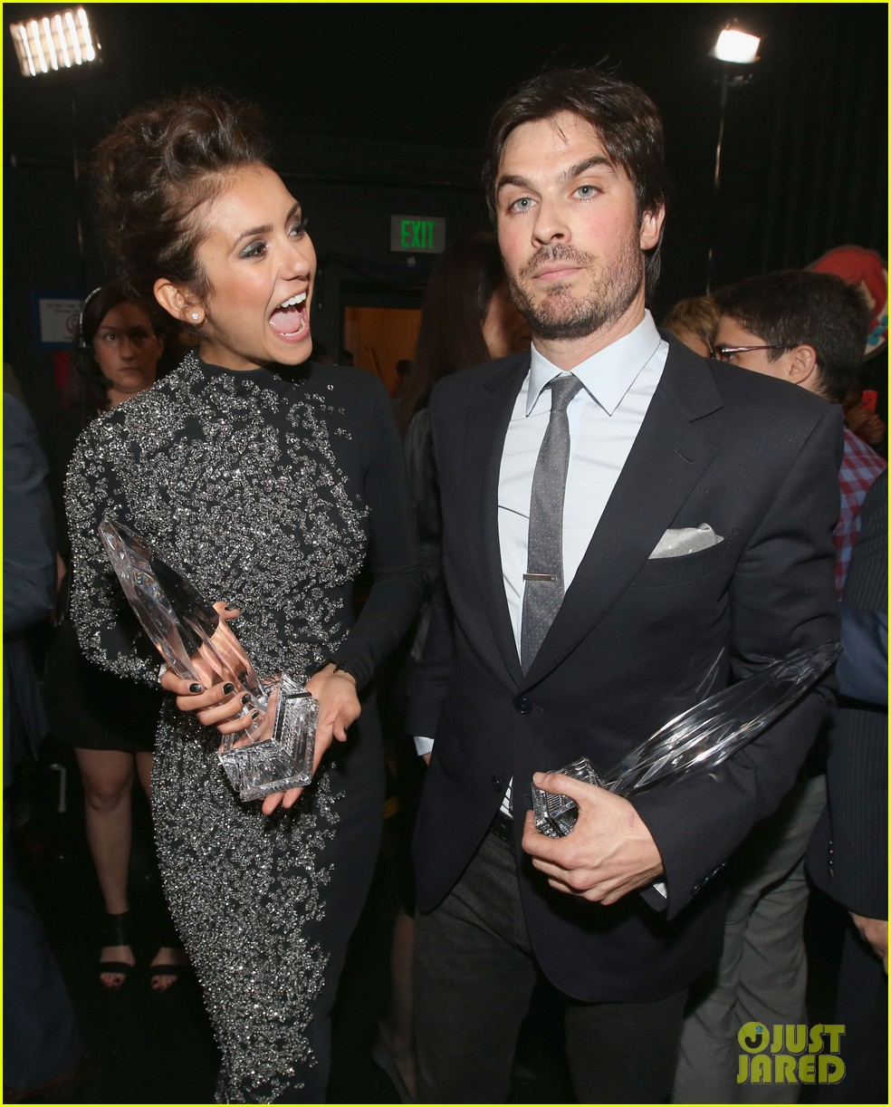 ian somerhalder nina dobrev joke about their breakup at peoples choice awards 07