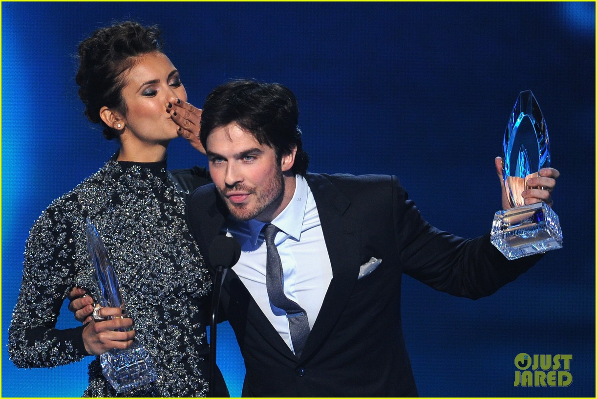 ian somerhalder nina dobrev joke about their breakup at peoples choice awards 13