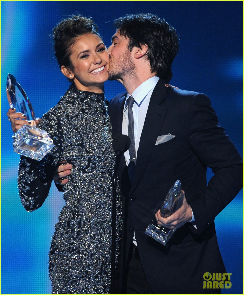 ian somerhalder nina dobrev joke about their breakup at peoples choice awards 14