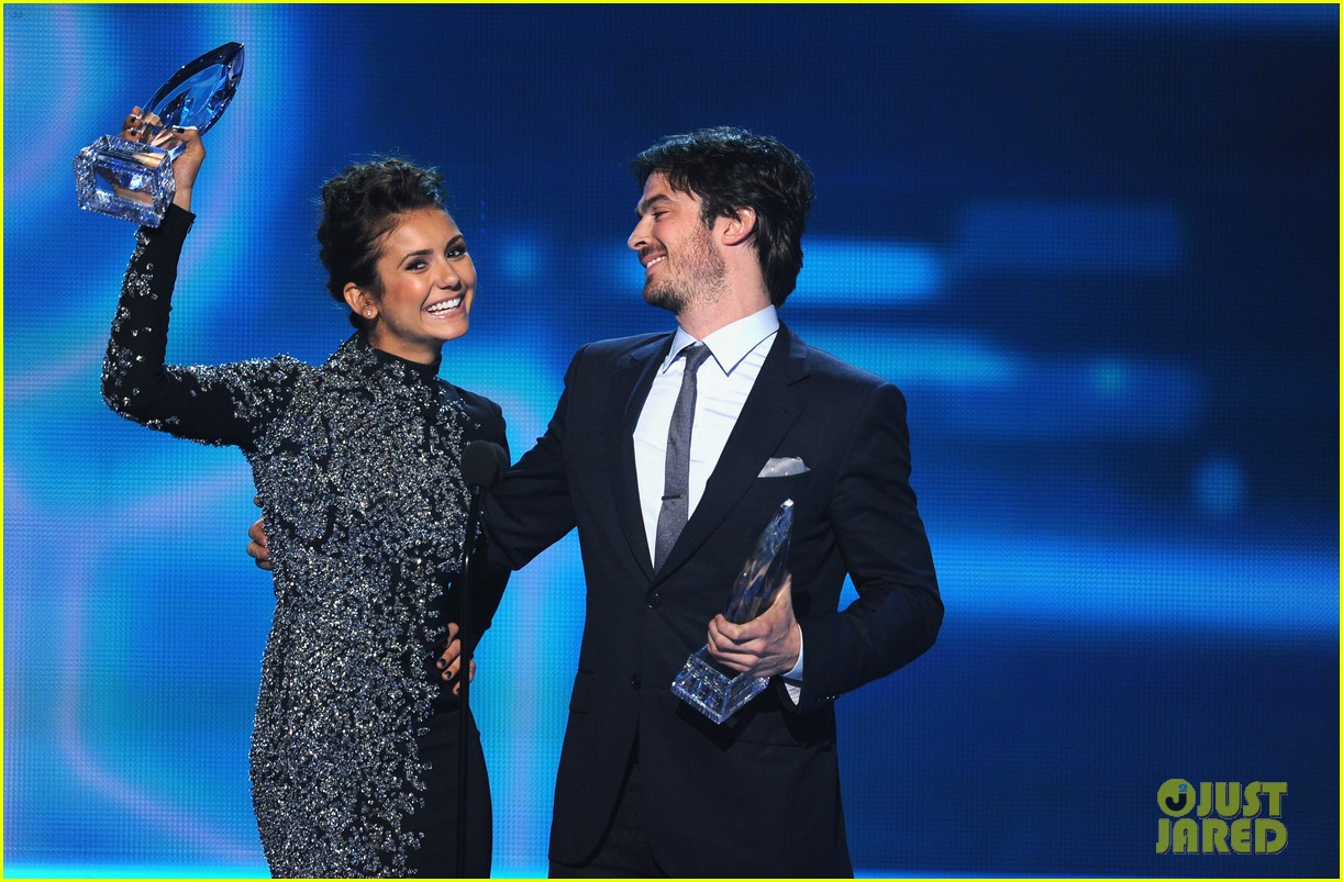 ian somerhalder nina dobrev joke about their breakup at peoples choice awards 16