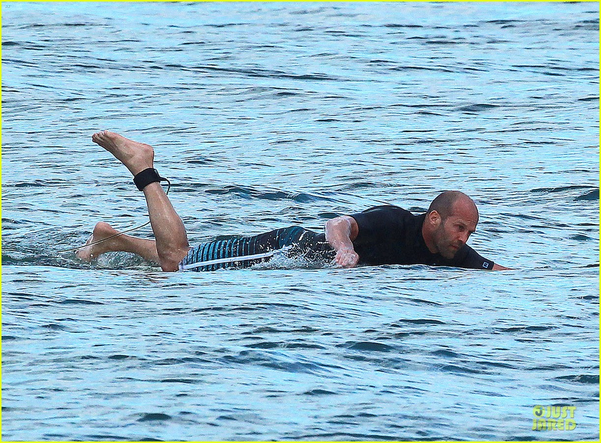jason statham surfing vacation in hawaii 073024686