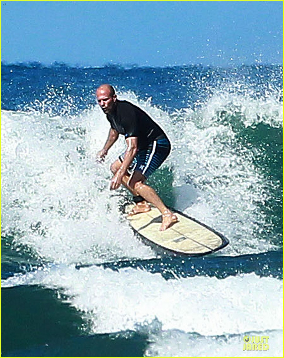 jason statham surfing vacation in hawaii 11