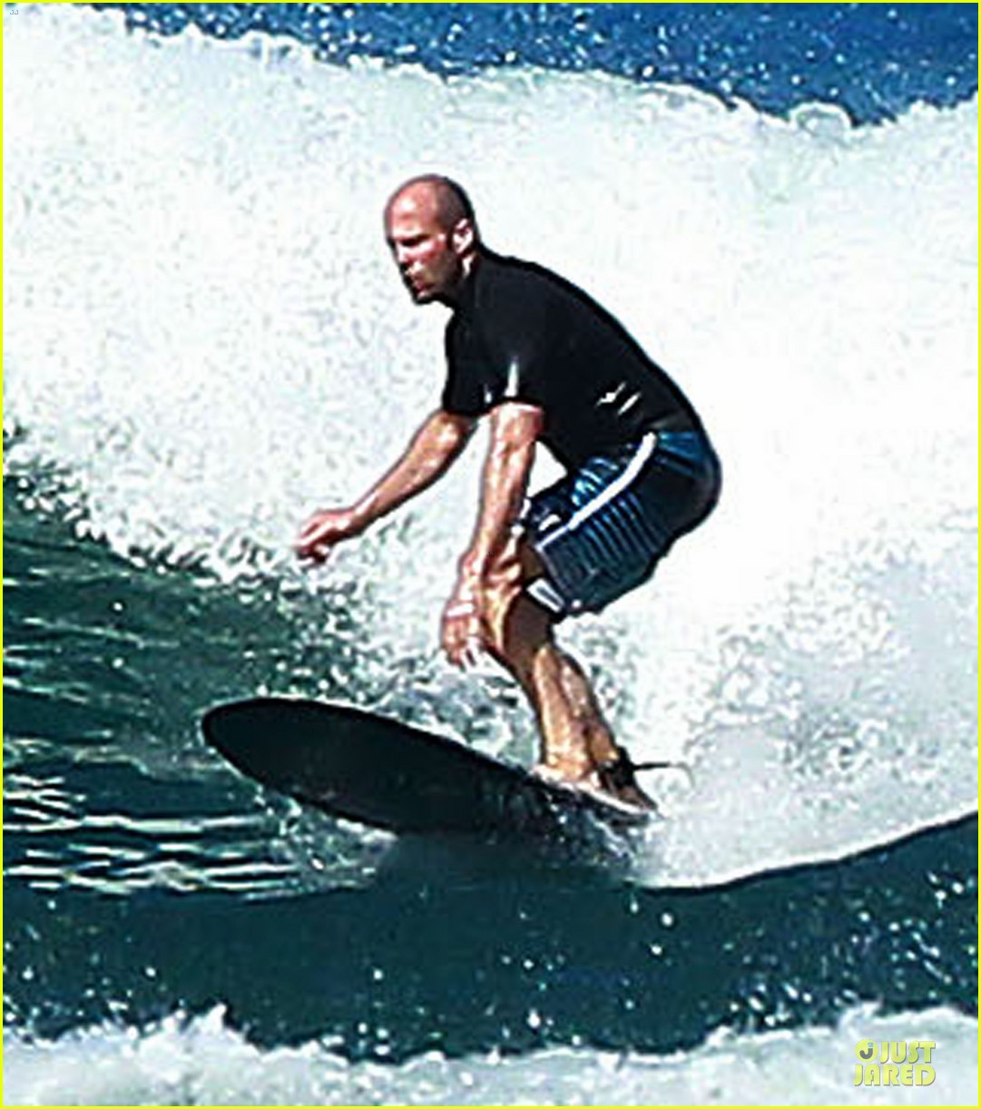 jason statham surfing vacation in hawaii 13